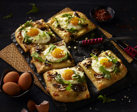 EGG AND MUSHROOM PIZZA